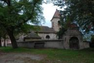 Kostel sv. Prokopa s lodí postavenou v době románské.