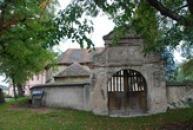 Kostel sv. Prokopa s lodí z doby románské.