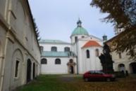 Pohled z areálu doksanského kláštera.