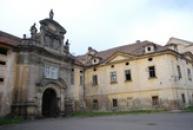 Vstupní brána do kláštera.