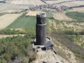 Černá věž pohledem z Bílé věže...