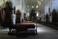 Pohled dovnitř katedrály sv. Štěpána.