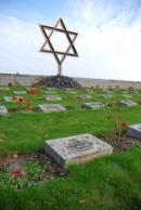 Náhrobky na Národním hřbitově v Terezíně.