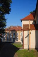 Pohled na školu od kostela sv. Václava.