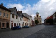 Mírové náměstí s kostelem sv. Petra a Pavla.