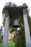 Zvonice na návsi.