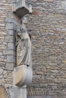 Detail sochy na hradní zdi.