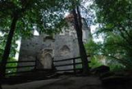 Příchod k dávnému hradu...