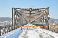 Zimní průhled mostem.