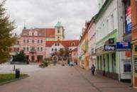 Náměstí Míru a kostel sv. Archanděla Michaela.