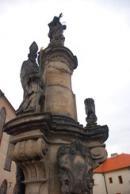 Sloup se sochami sv. Jana Nepomuckého a zemských patronů.