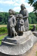 Pomník Babička s dětmi.