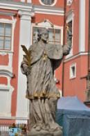 Jedna ze soch světců.