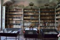 Klášterní knihovna.