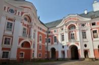 Pohled z klášterního nádvoří.