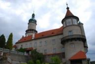 Pohled na zámek ze zahrady.