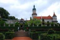 Pohled na zámek ze zámecké zahrady.