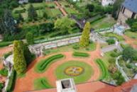 Pohled na zahradu ze zámecké věže.