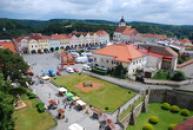 Pohled na náměstí ze zámecké věže.