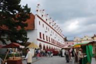 Tradiční středověký jarmark.