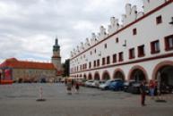 Pohled na zámek ze severní části náměstí.