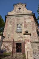 Pohled na průčelí kostela sv. Jakuba Většího.