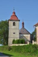 Zvonice u kostela.