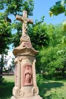 Křížek na místní návsi.