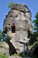 Pohled na skalní hrad.