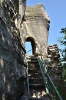 Výstup na skalní hrad.