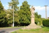 Socha nedaleko kostela svatého Jiljí.