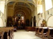 Interiér kostela sv. Petra a Pavla.