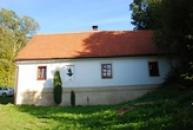 Budova branovského přívozu s pamětní síní Oty Pavla.