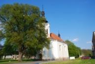 Barokní kostel Všech svatých.