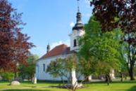 Zdejší kostel Všech svatých.