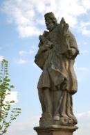 Detail sochy sv. Jana Nepomuckého.