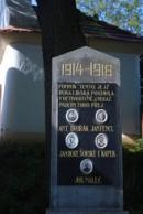 Památník padlých u zdejší kapličky.