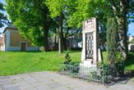 Památník padlých u kostela...