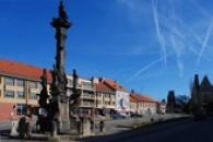 Mariánský sloup na Husově náměstí.
