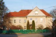 Budova zdejší školy.