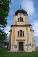 Průčelí kostela sv. Mikuláše.