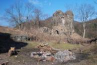 Bergfrit - okrouhlá hlavní věž hradu.