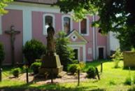 Památník obětí války u kostela sv. Martina.