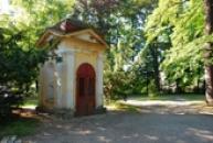 Kaplička v místním parku.