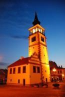Budova radnice - noční pohled..