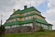 Pohled na Masarykovu chatu.