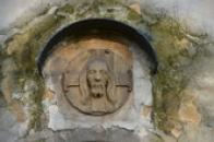Reliéf Kristovy hlavy.