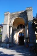 Vstupní brána zámku.