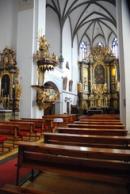 Interiér kostela Nanebevzetí Panny Marie.