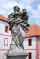 Socha sv. Barbory před Novým zámkem.